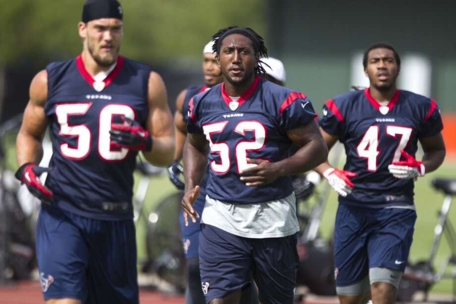Texans linebacker Tim Dobbins (52) jogs across the field. Photo: Brett Coomer, Chronicle
