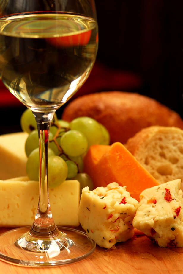 Learn how to make cheese and pair it with wine at Sur la Table. Photo: Elena Elisseeva / handout / stock agency