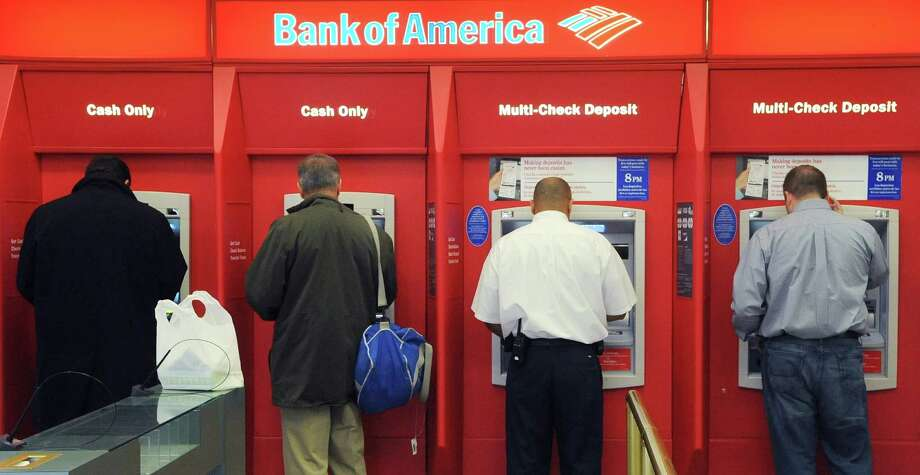 A government report says it's hard for consumers to anticipate and avoid overdraft charges. Photo: Lisa Poole, STF / AP