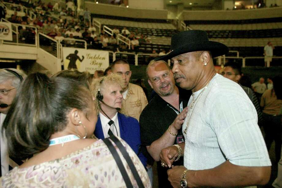 Ken Norton — The former World Heavyweight Champion fought Muhammad Ali three times in his career, winning once. He's seen here being greeted by fans at HP Pavilion in 2003. Photo: CARLOS AVILA GONZALEZ, SFC / The San Francisco Chronicle