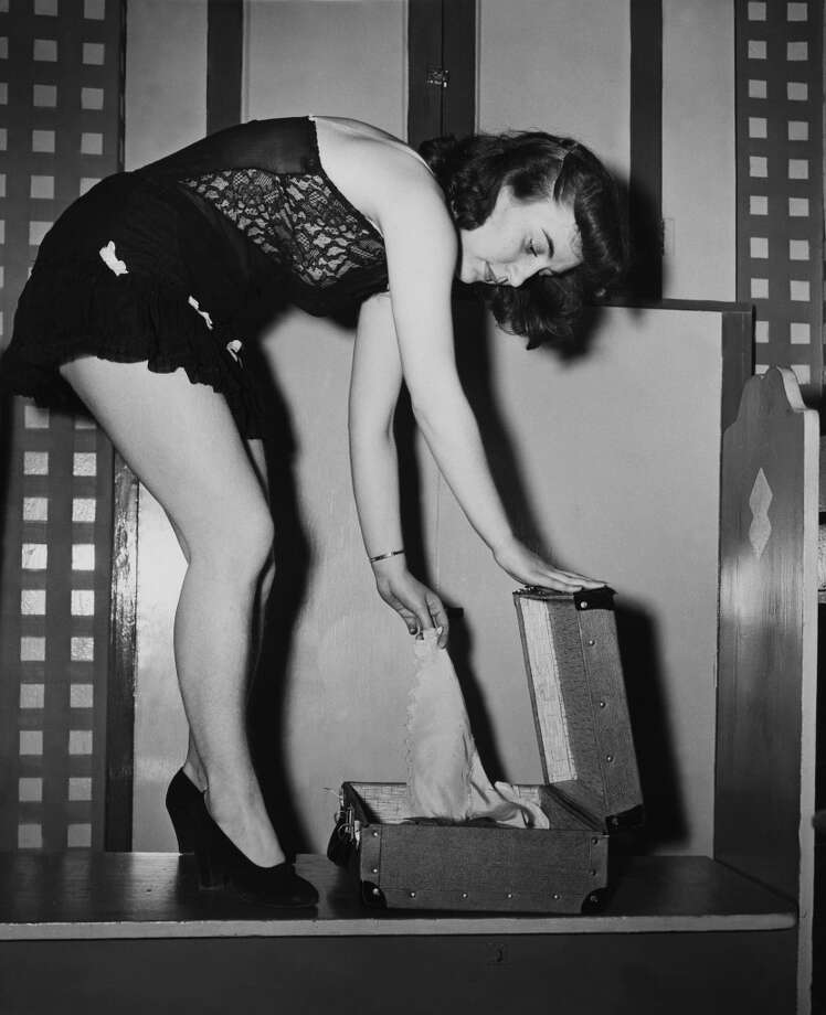 Usa, Pin Up Essential, The Lingerie In 1930  (Photo by Keystone-France/Gamma-Keystone via Getty Images)