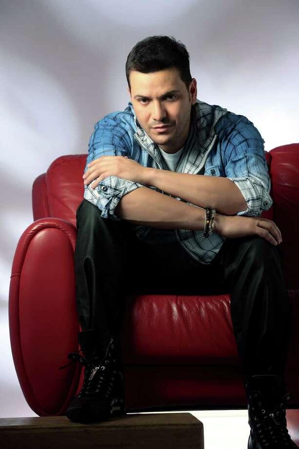 Victor Manuelle, November 4, 1968 in Bronx, New  York, is a Puerto Rican American salsa singer. Photo: KIYAVI Corp.