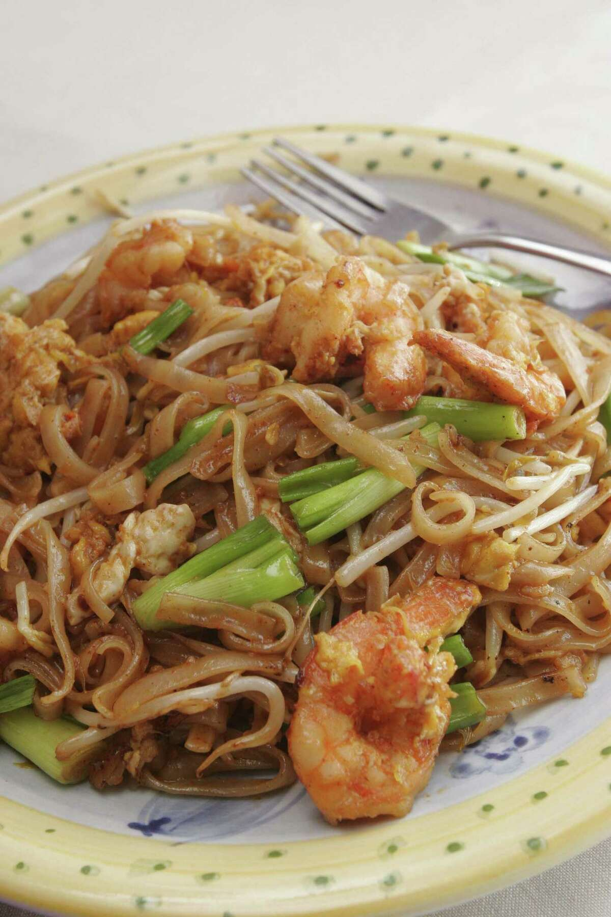 Bill Olive-for the chronicle. Thursday 06/16/2005. The Pad Thai with shrimp includes Stir fried Thai noodles w/ egg, tofu, scallion, bean sprouts and ground peanut. Vieng Thai restaurant located at 6929 Long Point Dr. HOUCHRON CAPTION (06/23/2005) SECDINING: Vieng Thai's pad Thai with shrimp.