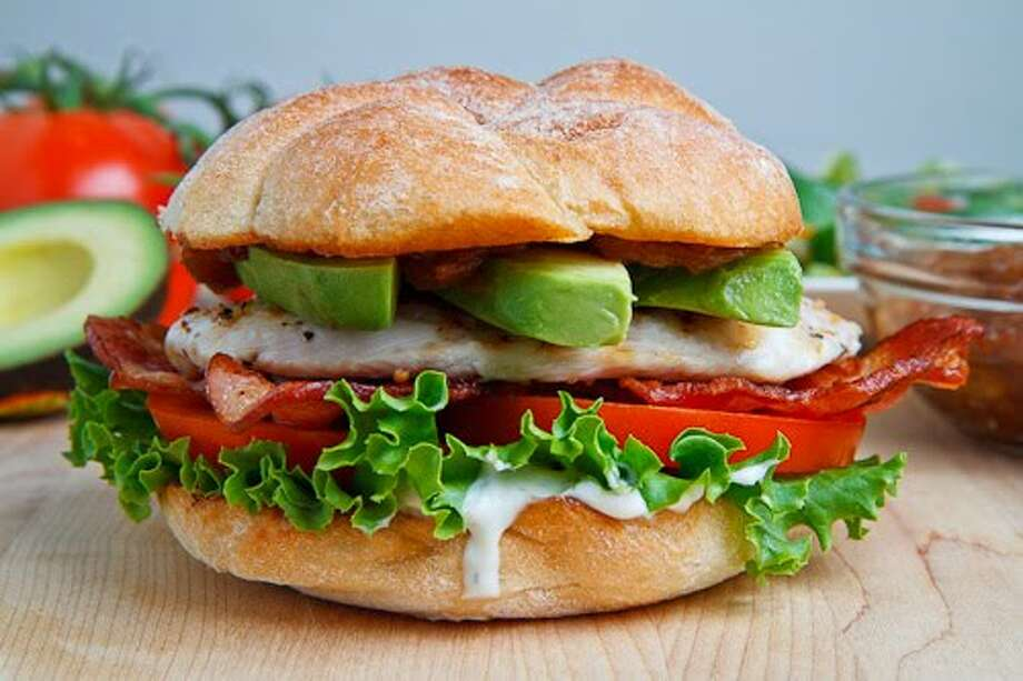 Grilled Chicken Club Sandwich with Avocado/closetcooking.com