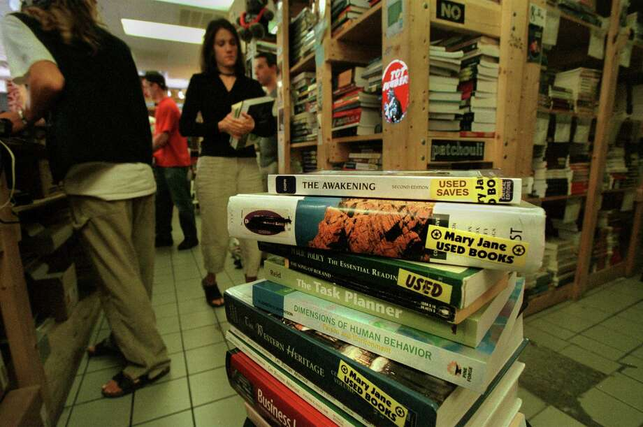 Times Union Staff Photo by Michael P. Farrell --  Mary Janes Books in Albany , N.Y Tuesday September 5 , 2001. Photo: MICHAEL P. FARRELL / ALBANY TIMES UNION