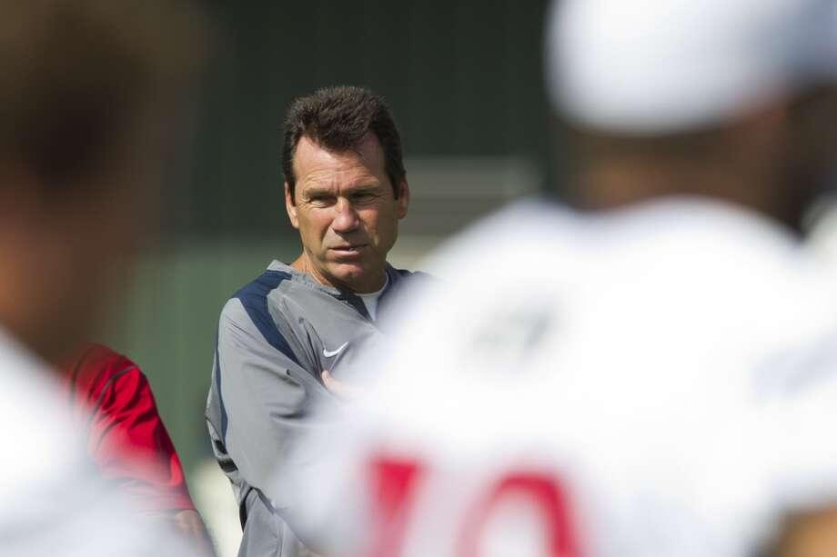 Head coach Gary Kubiak watches practice. Photo: Brett Coomer, Chronicle