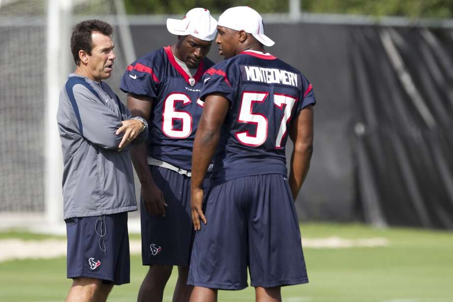 Head coach Gary Kubiak, left, talks to linebackers Willie Jefferson (63) and Sam Montgomery (57). Photo: Brett Coomer, Chronicle