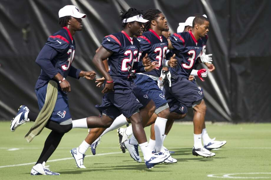 Texans defensive backs run during warmups. Photo: Brett Coomer, Chronicle