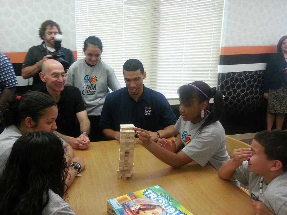 Danny Green playing Jenga with Wheatley students. Photo: Nora Lopez/Express-News