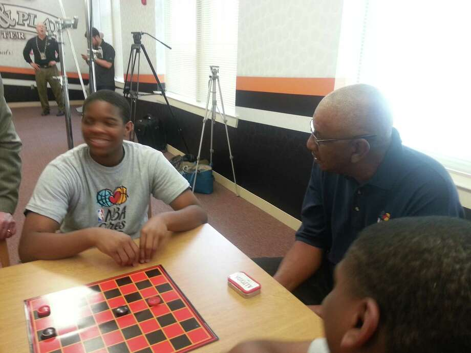 George Gervin playing checkers with Wheatley students. Photo: Nora Lopez/Express-News