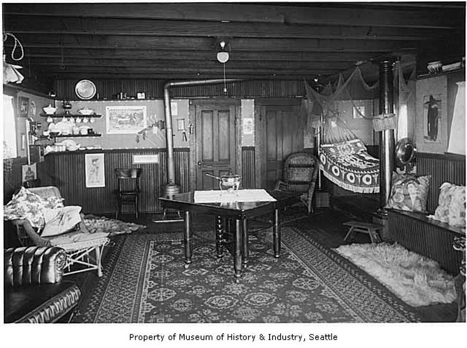Here's the interior of that 1905 houseboat. (Photo: Webster & Stevens/copyright MOHAI, 1983.10.7356.1). Photo: -