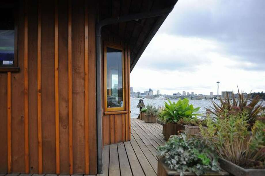 Many of today's houseboats also have terrific views. (Elliot Suhr/seattlepi.com) Photo: Elliot Suhr, - / seattlepi.com