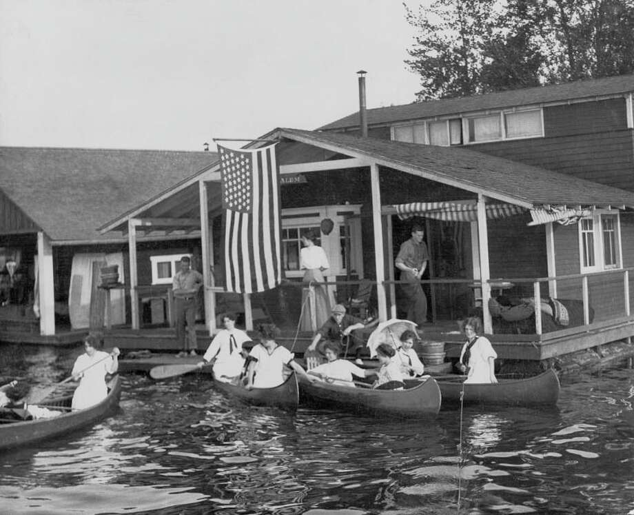 In the early 20th century, working-class houseboaters tended to live on Lake Union and along the Duwamish River. Richer people used houseboats on Lake Washington (pictured) as summer homes. (1910 photo: copyright MOHAI, shs9025).  Photo: - / Seattle Historical Society Collection