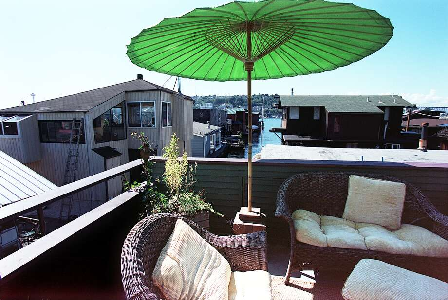Owning this houseboat deck in Seattle would probably also keep you young.  Photo: PAUL JOSEPH BROWN