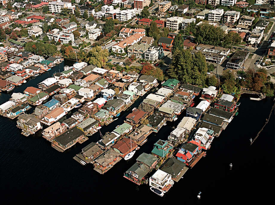 A modern-day aerial view of houseboats in Seattle.  Photo: Julia Robertson, Getty Images / (c) Julia Robertson
