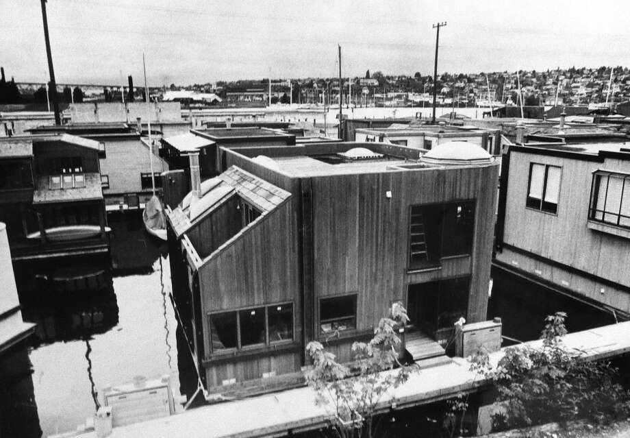 "... 1978, when this houseboat, with its roof ""cutouts,"" was considered ""futuristic""-looking, according to the caption. (Photo: Bob Miller/copyright MOHAI, 