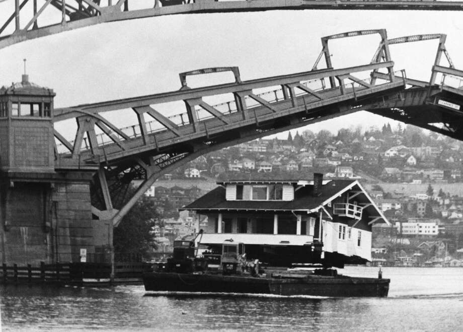 Houseboats on the move are always an interesting sight. This floating home gets a ride under the Fremont bridge in 1977. (Photo: Phil Webber, copyright MOHAI, 