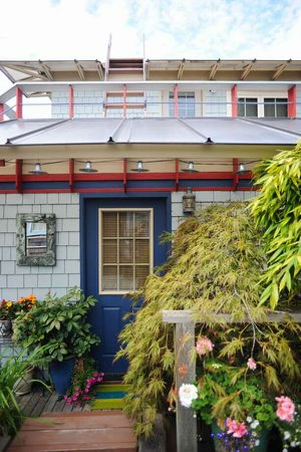 A Lake Union houseboat with classic shake (or shingle) siding. (Elliot Suhr/seattlepi.com) Photo: - / seattlepi.com