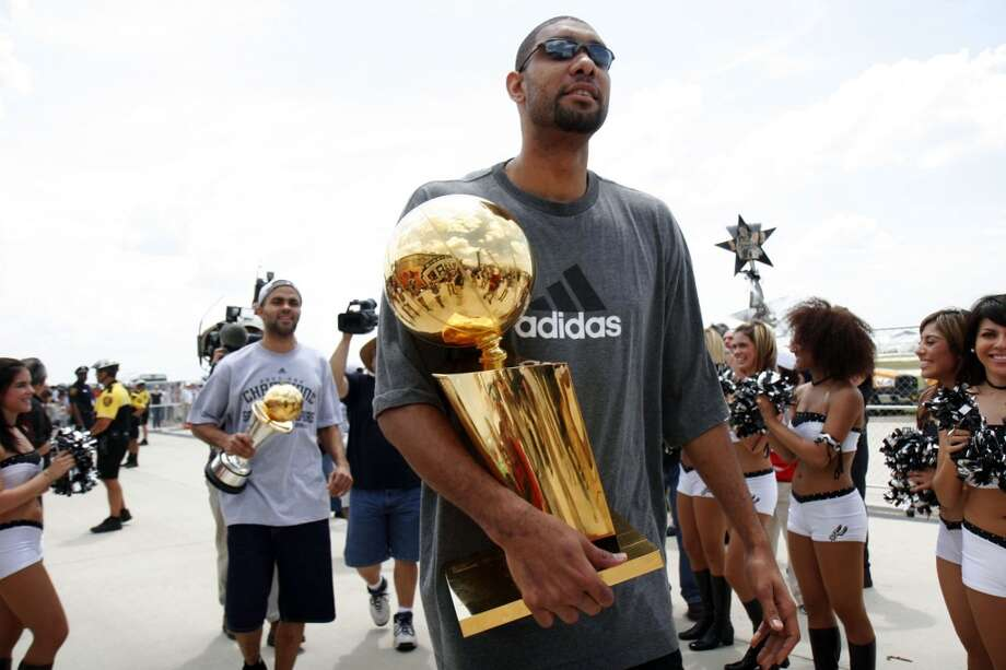 San Antonio Spurs Tim Duncan and Tony Parker arrive at the San Antonio Airport, Friday, June 15, 2007. Nicole Fruge/San Antonio Express News