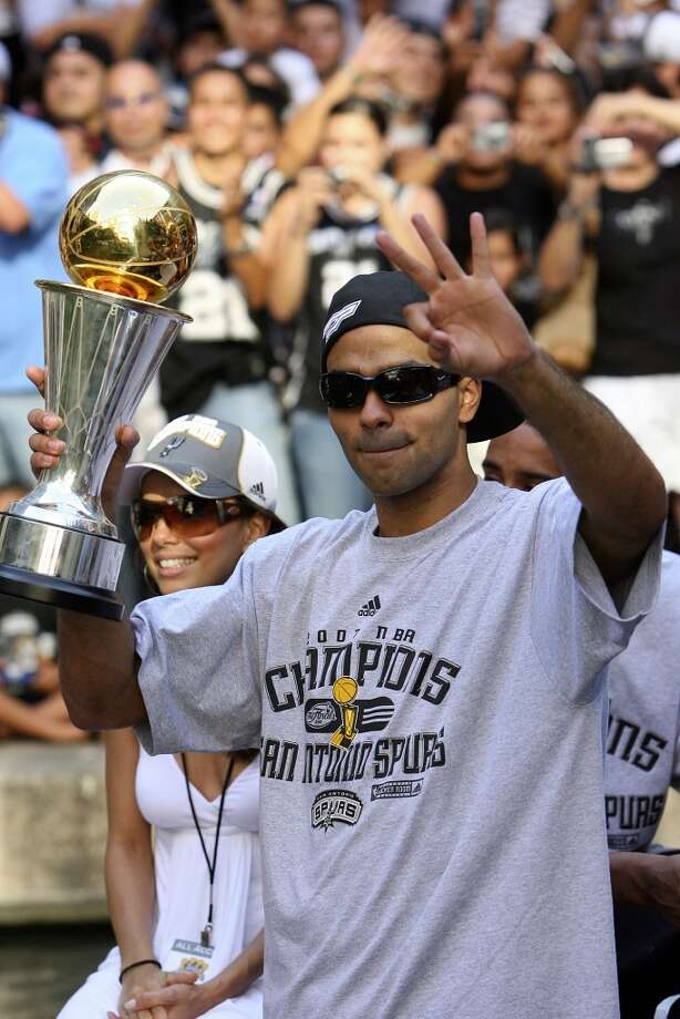 Spurs' guard Tony Parker, of France, (09) holds the MVP thorphy as he flashes three fingers while his fiancee Eva Longoria takes in the sites during the victory parade Sunday June 17, 2007, at the River Center Lagoon (EDWARD A. ORNELAS/STAFF)