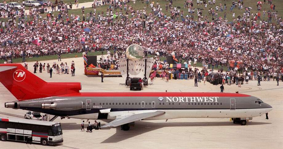 Throngs of spectators gathered at the San Antonio International Airport Saturday afternoon June 26, 1999 to greet the Spurs as they returned from New York with the NBA championship trophy.