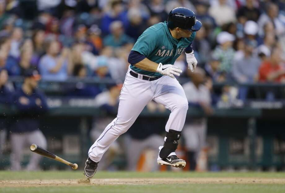 Mike Zunino runs for first base gets thrown out in the sixth inning. Photo: Ted S. Warren, Associated Press
