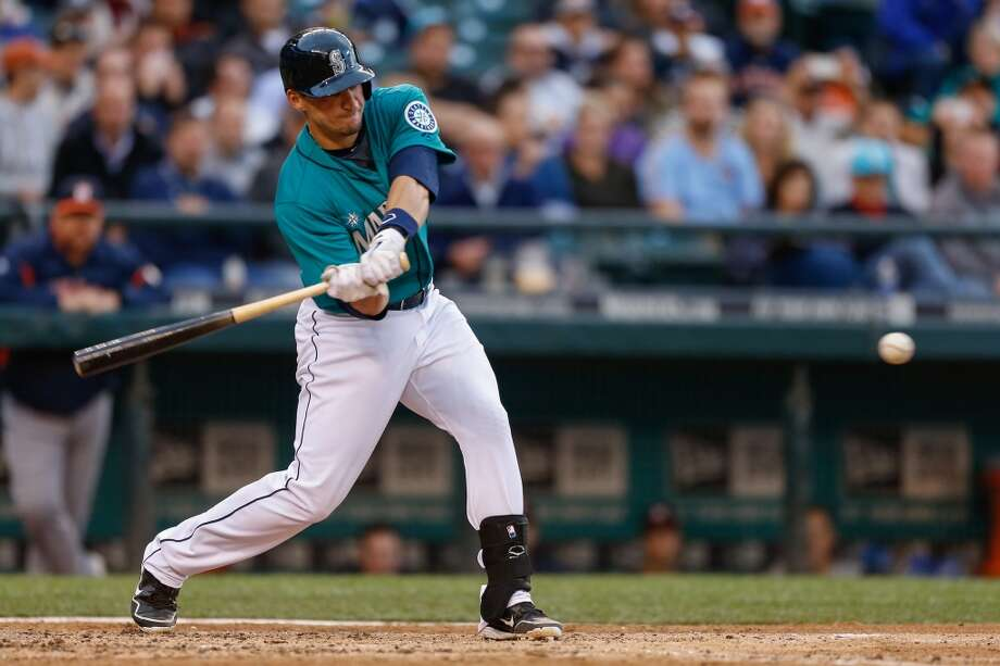 Mike Zunino of the Mariners singles against the Astros in the fourth inning. Photo: Otto Greule Jr, Getty Images