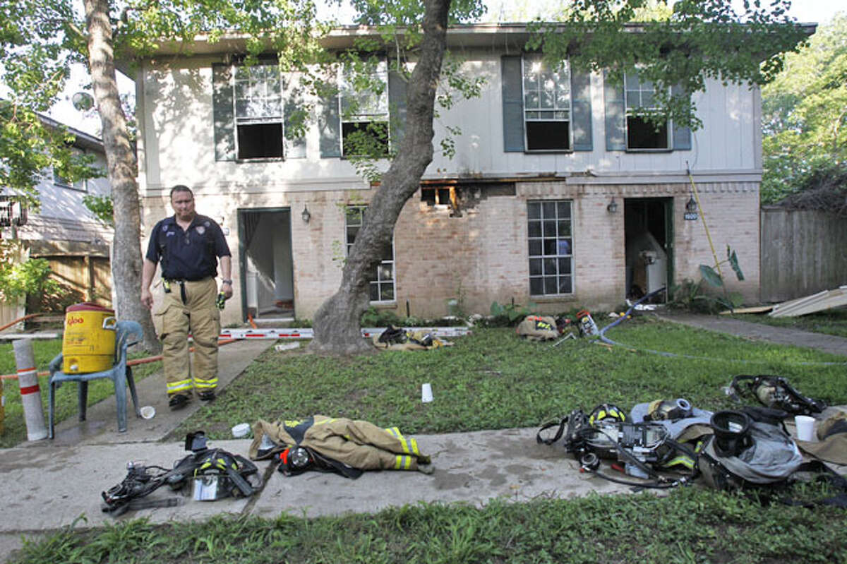 Houston Fire Department crews battled a blaze that erupted about 6:50 a.m. Thursday at an apartment complex on Upland near Sherwood Forest.