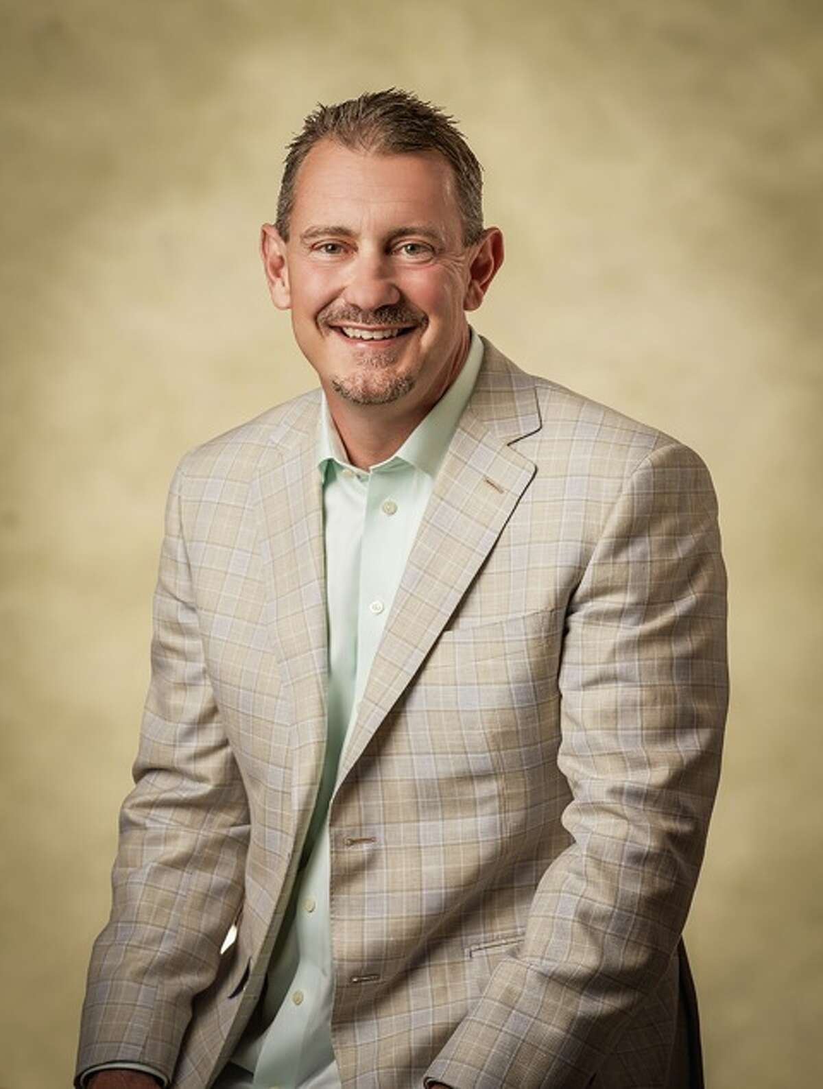 Dr. William Hayes specializes in treating conditions of the shoulder and knee. He is the founder and senior partner at Sterling Ridge Orthopaedics and Sports Medicine PLLC.