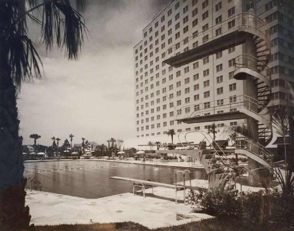 El trampolín del hotel Shamrock en Houston