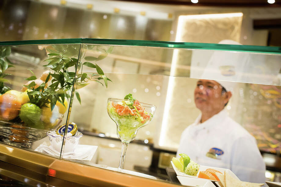 Princess Cruises Royal Princess. Ocean Terrace Seafood Bar. Photo: Princess Cruises
