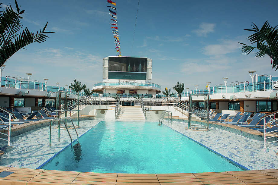 Princess Cruises Princess Royal. Lido Deck with plunge pool & Fountain Pool. Movies Under the Stars Photo: Steve Dunlop, Princess Cruises / Photography by Phill Jackson & Steve Dunlop