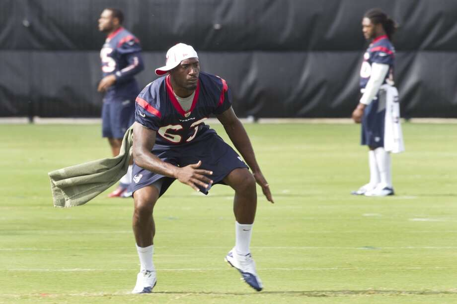 Texans linebacker Willie Jefferson loosens up before the third day of minicamp. Photo: Brett Coomer, Houston Chronicle