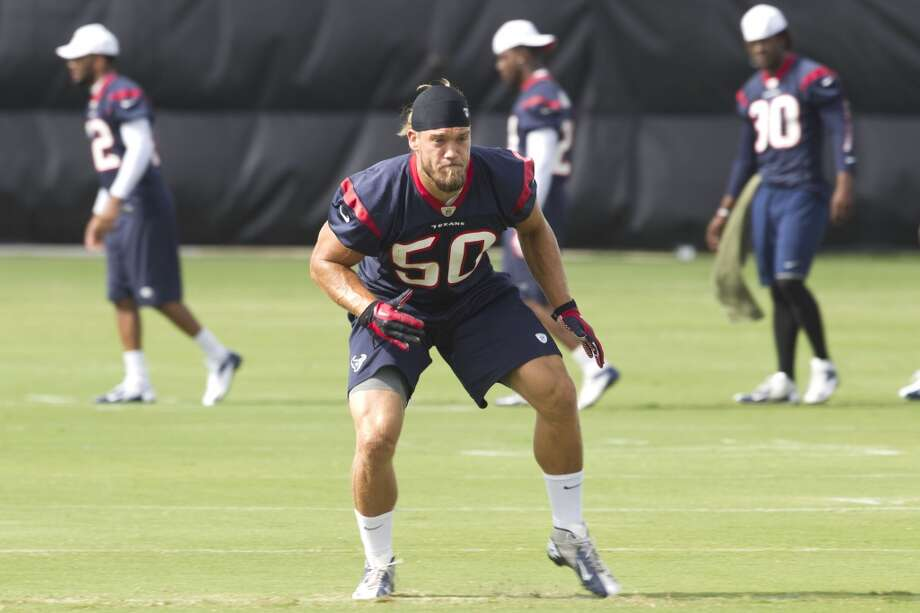 Texans linebacker Bryan Braman loosens up before the third day of minicamp. Photo: Brett Coomer, Houston Chronicle