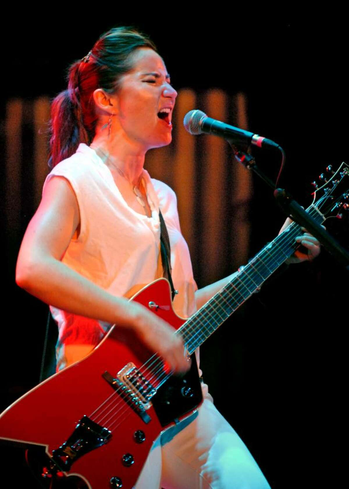 Photo by Mike Thut KT Tunstall performs at the Klein Auditorium in Bridgeport, Conn.