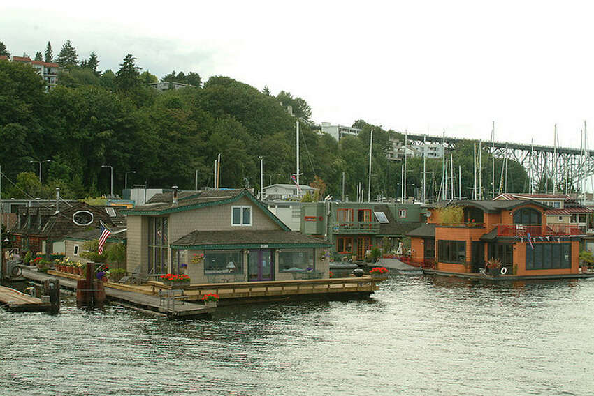 Wrong: How to get to this houseboat Taking a small motorboat through the Locks, over to Alki, and back? It's not undoable, but it's definitely unorthodox.
