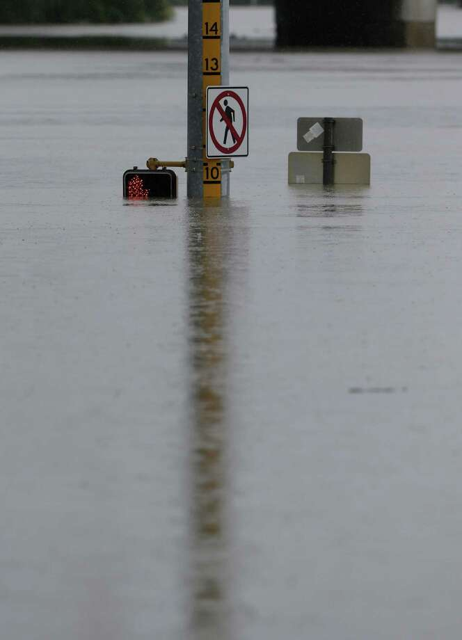 A flood gauge during San Antonio's recent flooding. Photo: Eric Gay, Associated Press