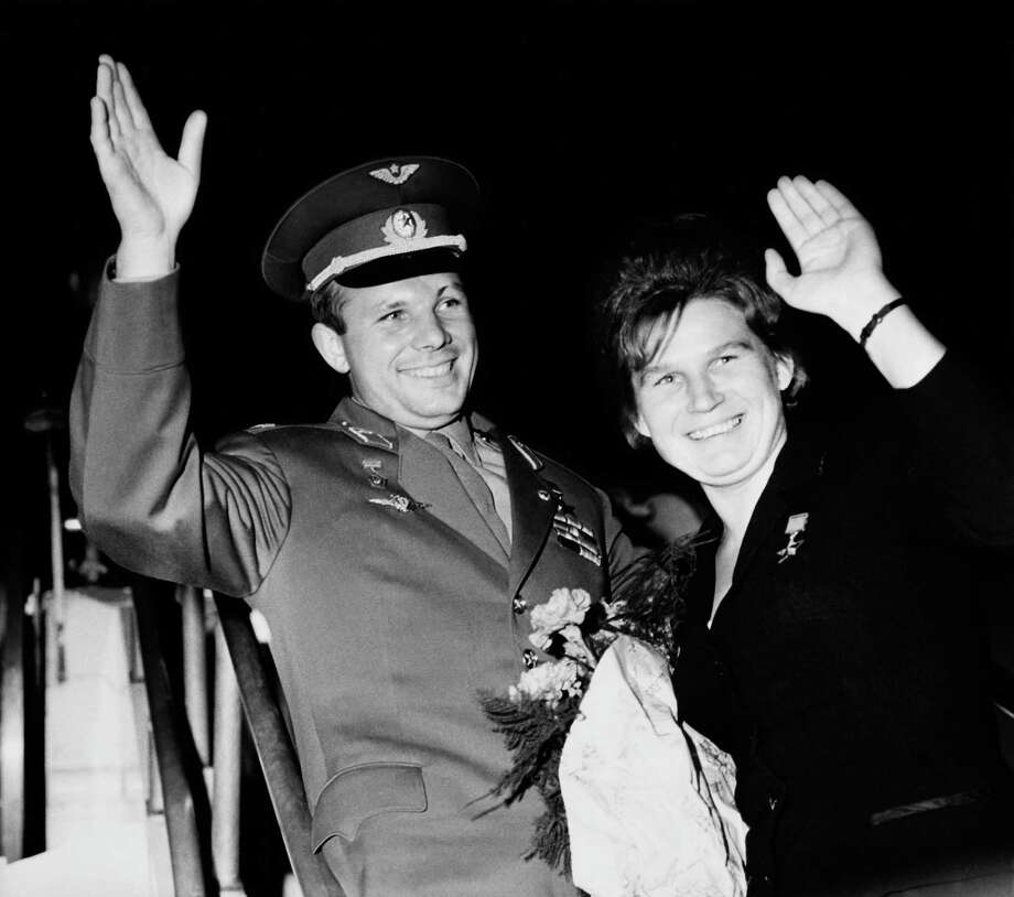 Valentina Tereshkova poses with Yuri Gagarin, the first person in space, circa 1965. Photo: KEYSTONE, 100% Keystone / KEYSTONE-FRANCE