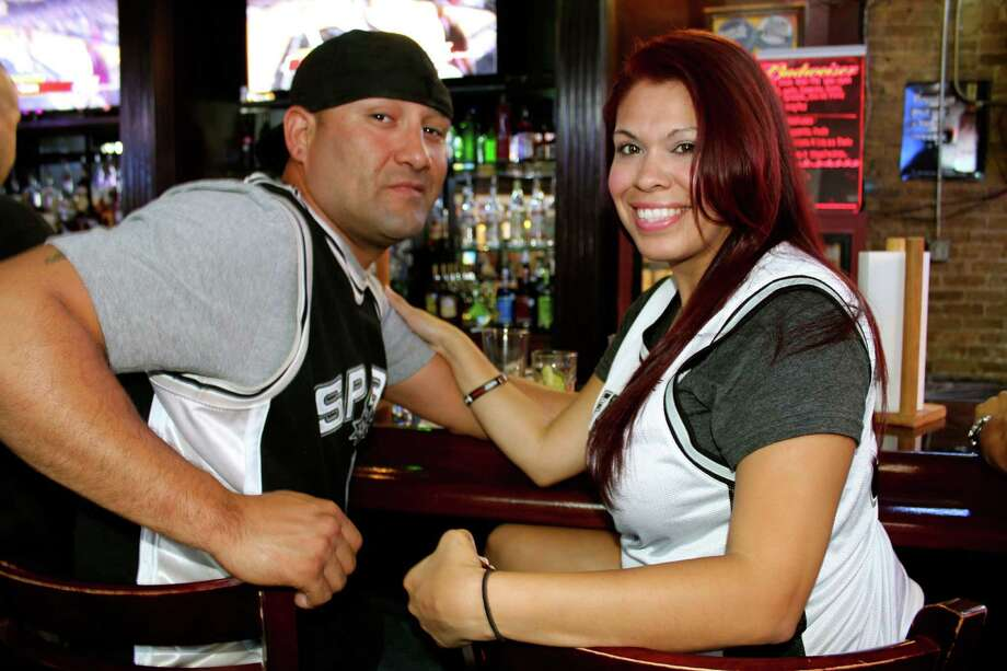 Spurs fans gather at The Ticket Sports Bar to watch NBA Finals Game 4 on Thursday, June 13, 2013. Photo: Yvonne Zamora / San Antionio Express-News