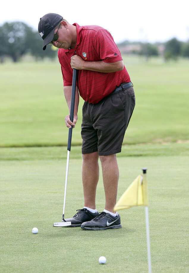 Adam Lowe, the 2012 GSA Men's Amateur champion, one day may not be allowed to use his long putter in tournaments. Photo: Tom Reel / San Antonio Express-News