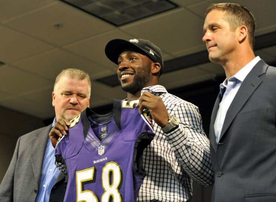 Elvis DumervilSigned five-year, $26 million deal with the RavensLast year: Broncos Photo: GAIL BURTON, Associated Press
