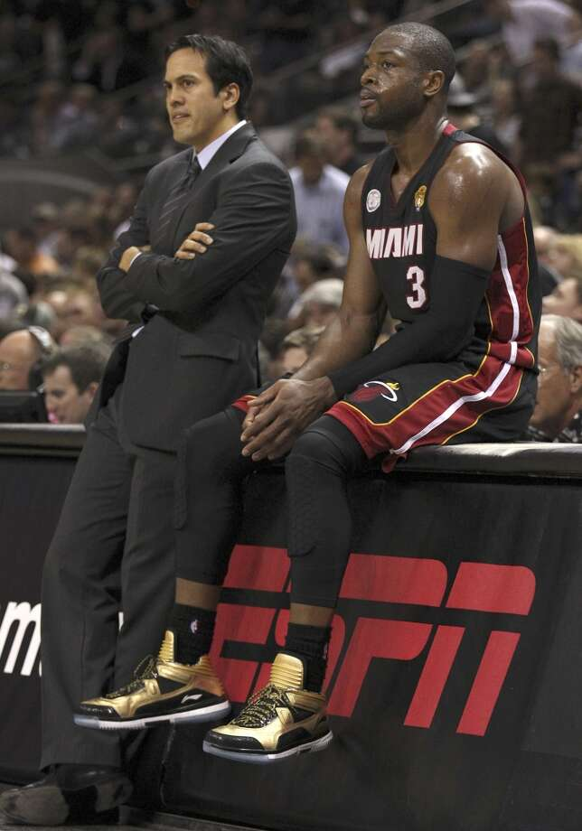 Miami Heat head coach Erik Spoelstra and Dwyane Wade lean against there scorer's table during the second half of Game 4 of the NBA Finals at the AT&T Center on Thursday, June 13, 2013. (Kin Man Hui/San Antonio Express-News)