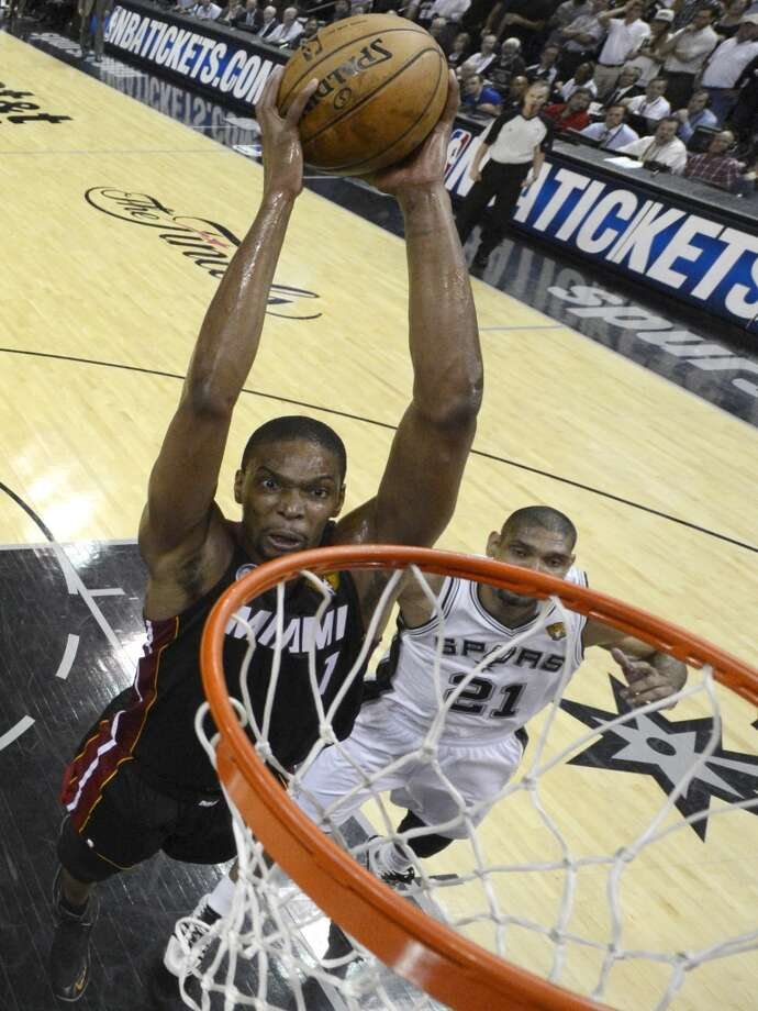 Chris Bosh dunks against the Spurs during the first half. Photo: Derick E. Hingle, Associated Press