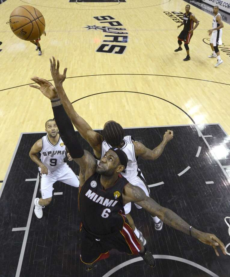 LeBron James and Kawhi Leonard go after a rebound. Photo: Derick E. Hingle, Associated Press