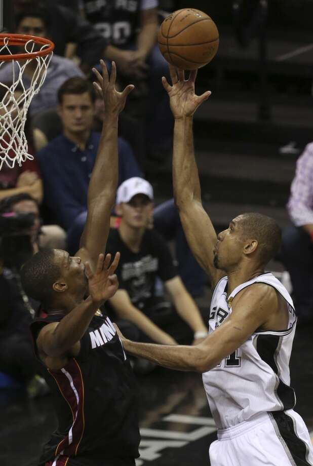 San Antonio Spurs' Tim Duncan shoots over Miami Heat's Chris Bosh during the second half of Game 4 of the NBA Finals at the AT&T Center on Thur., June 13, 2013. (Jerry Lara/San Antonio Express-News)