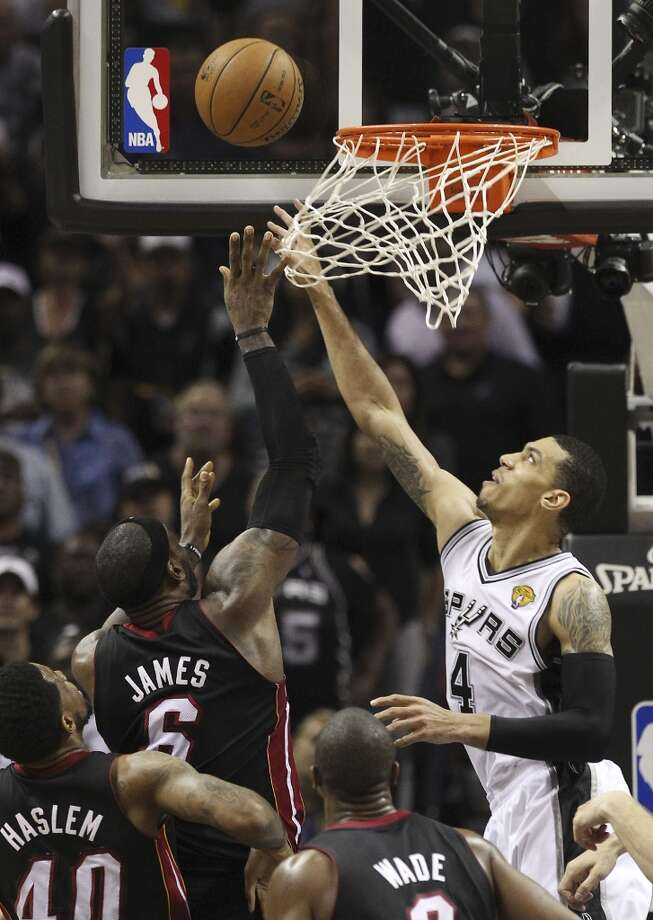 San Antonio Spurs' Danny Green attempts to block Miami Heat's LeBron James during the second half of Game 4 of the NBA Finals at the AT&T Center on Thursday, June 13, 2013. (Kin Man Hui/San Antonio Express-News)
