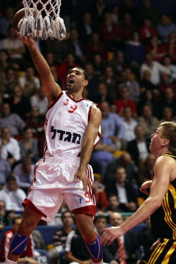 Tre Simmons, guard  Played for UW: 2003-05  Now plays for: Krasnye Krylya Samara (Russian league)  Photo: Seffi Magriso, EB Via Getty Images / 2009 Euroleague Basketball