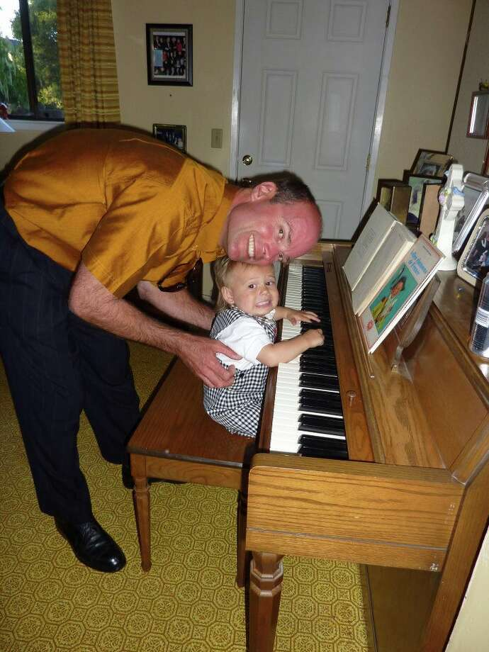 This father and his son play the piano together. Photo: Elizabeth-sondern
