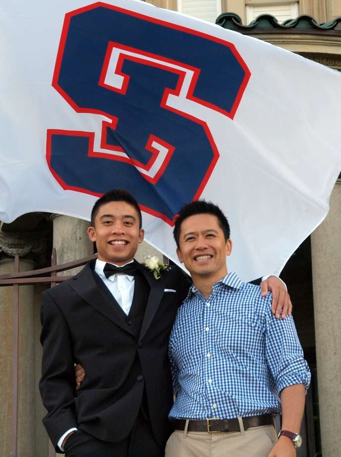 Some fathers and sons graduate from the same high school. Photo: Picasa, Nicholas-wong