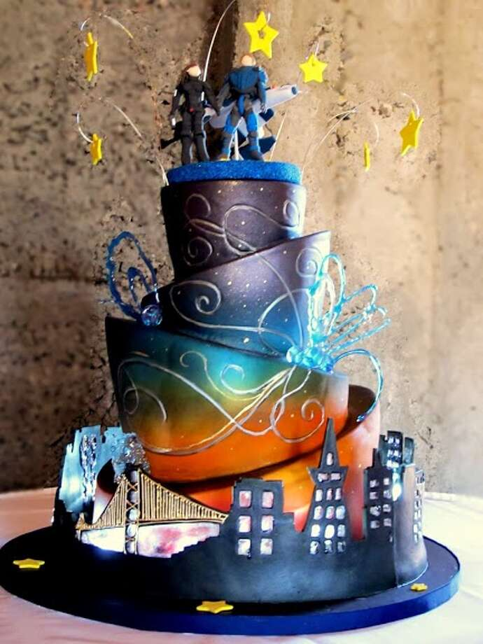360 degree sugar cityscape led lights sugar stars and gold handpainting by Beyond Buttercream. Photo: Picasa